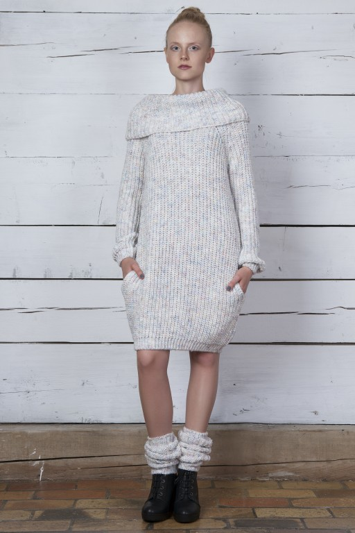 Sukienka z kieszeniami i golfem z melanżowej przędzy