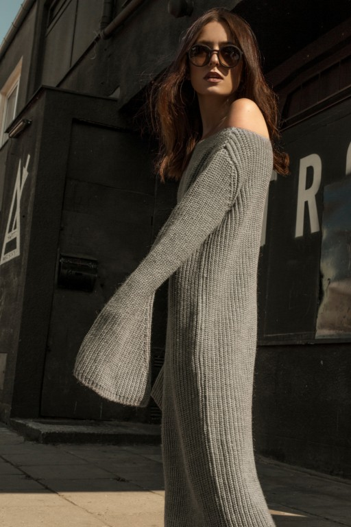 Maxi sukienka z odkrytymi ramionami, szara