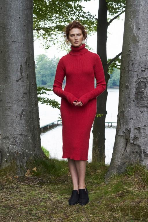 Sukienka tuba z golfem, czerwona