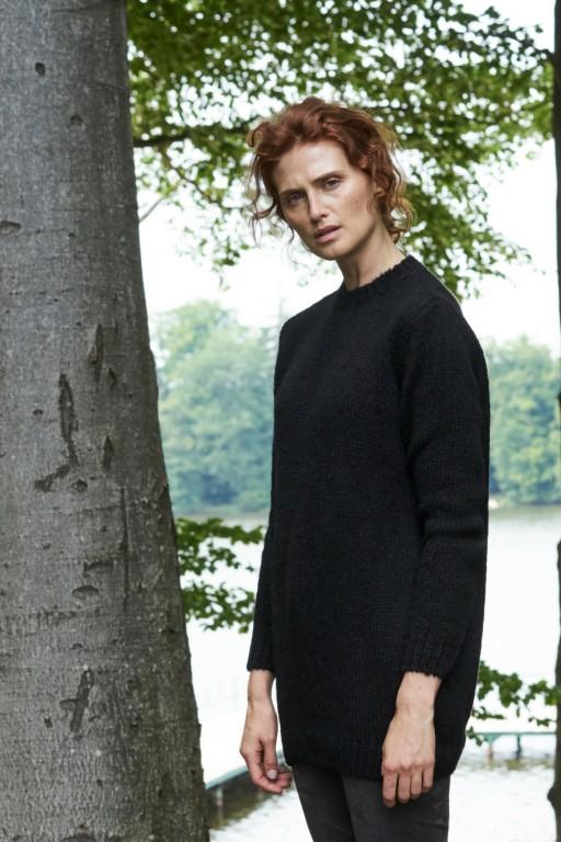 Gładki sweter z moherowym włosiem, czarny