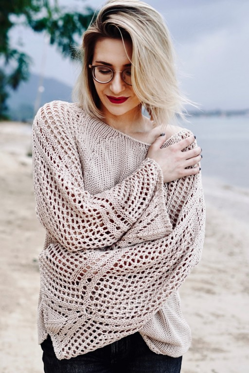 Sweter ze skrzydlatymi rękawami