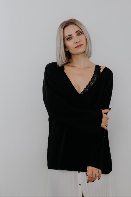Sweter z dekoltem w szpic i szerokimi rękawami, czarny