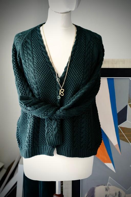 Bawełniany sweter z warkoczami i guzikami, butelkowa zieleń