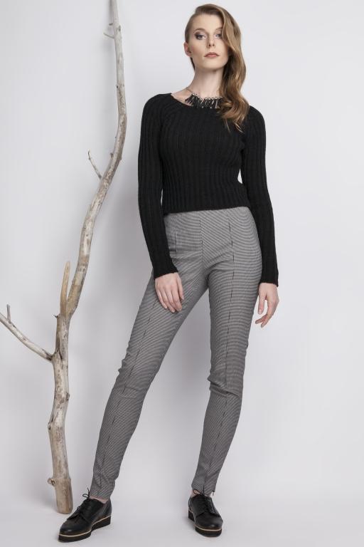 Dopasowany sweter w prążek, czarny