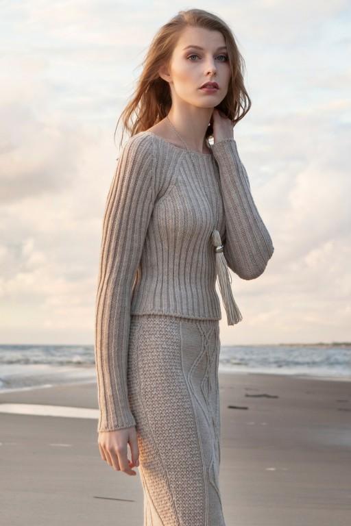 Dopasowany sweter w prążek, beżowy