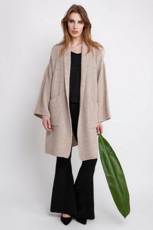 Obszerny płaszcz o grubym splocie