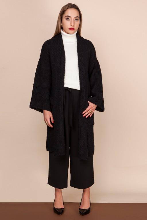 Obszerny płaszcz z kieszeniami i szalowym kołnierzem, czarny