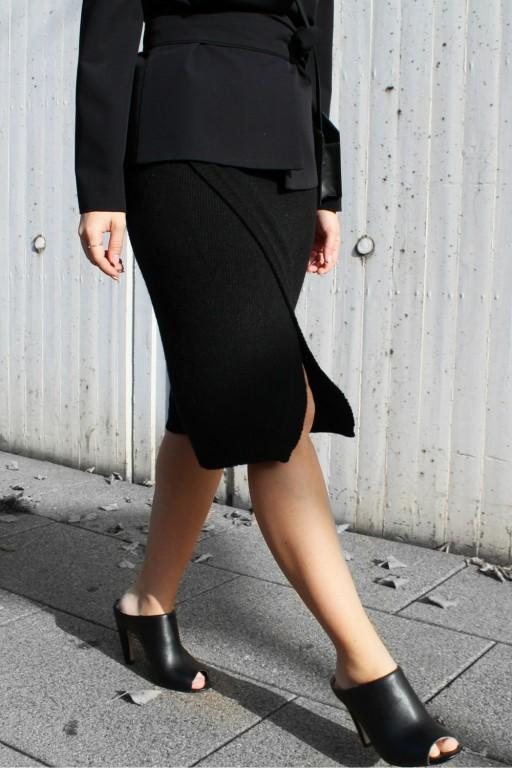 Kopertowa spódnica, czarna