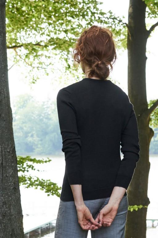 Klasyczny sweter z wełny merynos, czarny