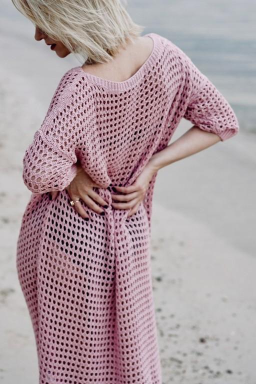 Sukienka z ażurowej sieci, róż