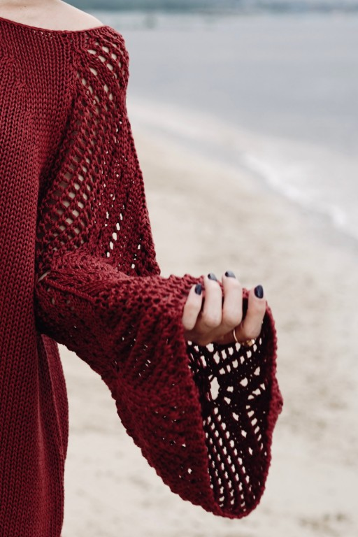 Sukienka z ażurowymi rękawami, marsala