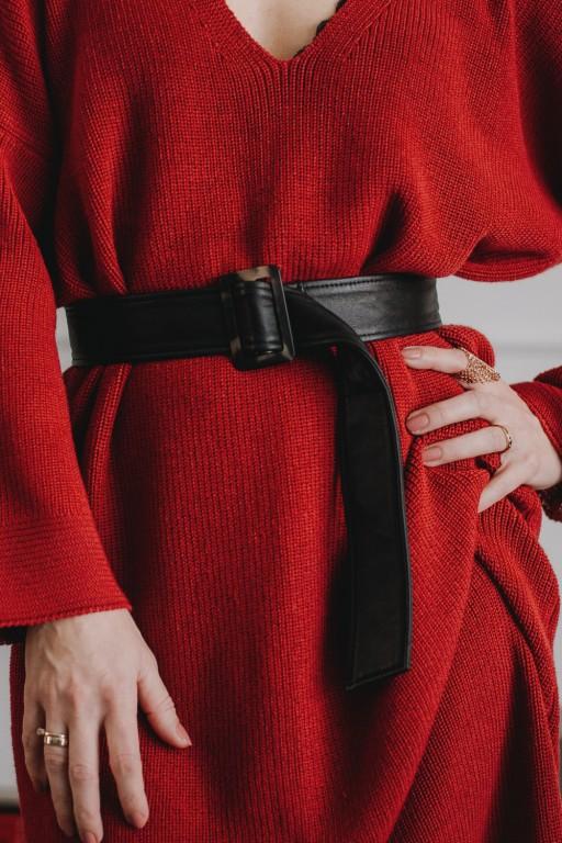 Sukienka z dekoltem w szpic, czerwona