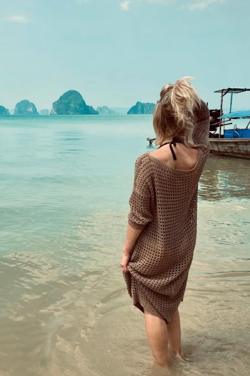 Sukienka z ażurowej sieci, mokka