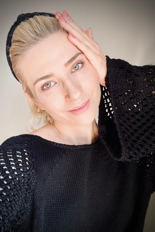Sweter ze skrzydlatymi rękawami, czarny