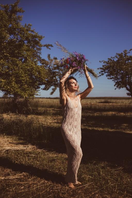 Ażurowa sukienka, pudrowy róż