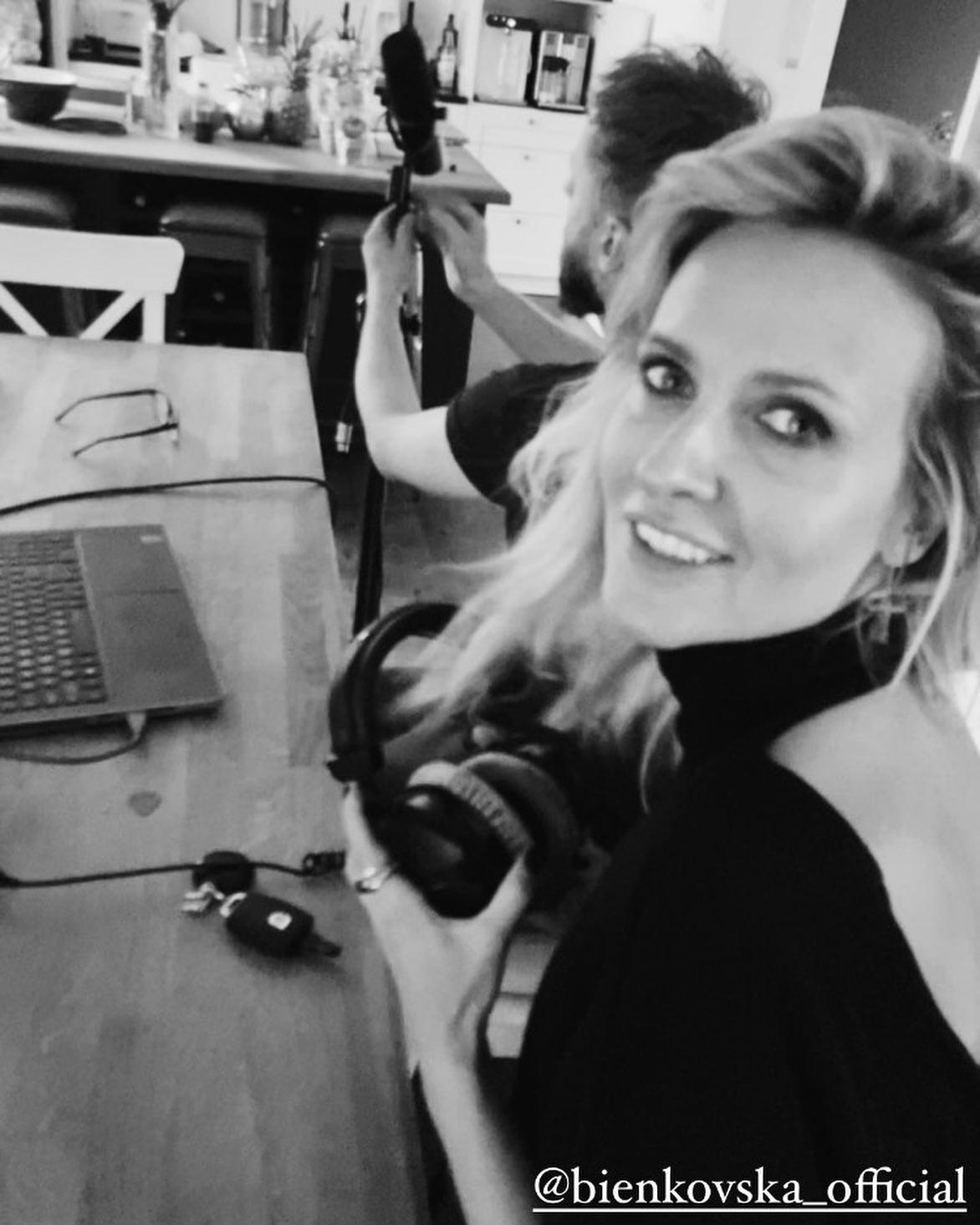 Patrycja Markowska- jak zawsze w swoim wyrazistym, rockowym stylu! Kobieta Rakieta ⚡️⚡️⚡️Wulkan energii i dobra. Tym bardziej się cieszę widząc, jak obłędnie nosi ten wyjątkowy golf w dekoltem na plecach!!! Dziękuję za zdjęcia na Insta! @patrycja_markowska_official 🖤🖤🖤 #Bienkovska #PatrycjaMarkowska #blackknit  #merinowool #turtleneck #amazinglook #singer #rockstyle #plecy #odkryteplecy #subtelnieświadomiekobieco #polishsinger ⚡️⚡️⚡️