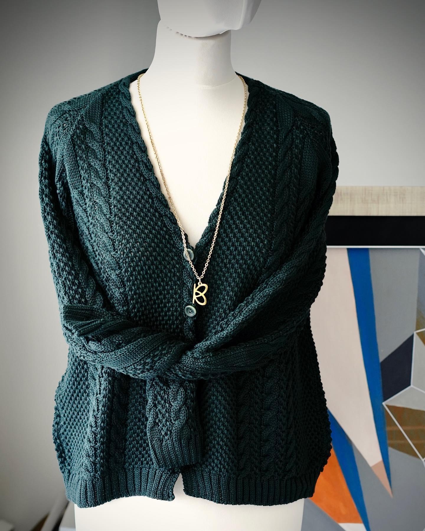 Jesienna piękność w szlachetnej zieleni 💚💚💚 100% bawełna, kardigan z guzikami. Piękny!!! Zapraszam!