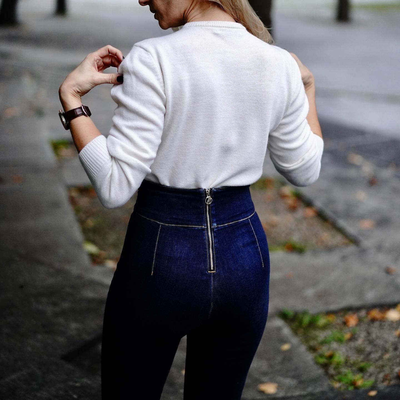 Kiedy, prosty, gładki sweter wkładasz w spodnie, wystarczy para szpilek i świat leży u Twych stóp! Uwielbiam kobietę w sobie 💙💙💙