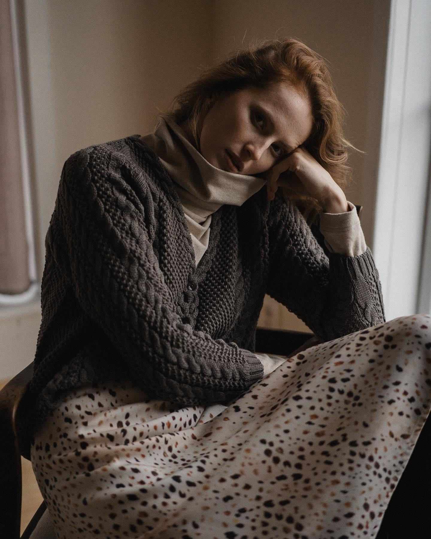 Jestem zachwycona! Nasz bawełniany sweterek wystąpił gościnnie w sesji u @natulaclothing ❤❤❤ Klimatycznie, malarsko, zjawiskowo... Dziękuję!  foto: @mariolazoladz  styl: @tatiana.szczech