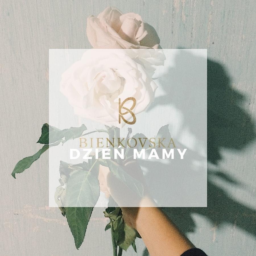 Lubię sprawiać sobie prezent na Dzień Mamy. A Ty? Lubię być mamą. Zapraszam, przygotowałam specjalne ceny nie tylko dla mam 🤍🤍🤍 www.bienkovska.com __________________ #DzieńMamy #Bienkovska #obniżkacen #jestemmamą #kochamswetry #manufakturadziewiarska #subtelnieświadomiekobieco #LubięSięUnosić #swetrycałyrok #knit #knitwear #madeinpoland #rodzinnafirma #wszystkiegonajlepszego #zapraszam #rabat #promocja #motherhood #mothersday #prezent #pomysłnaprezent